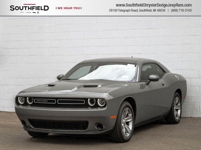 New 2017 DODGE Challenger SXT